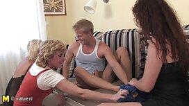 سبزه بازیگوش جوان در عینک یک خروس را می خورد و سخت لعنتی می شود فیلم برداری مخفی از سکس