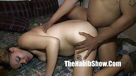 لزبین ها با یک اسباب بازی بزرگ لاستیکی عکس از سکس گروهی بازی می کنند